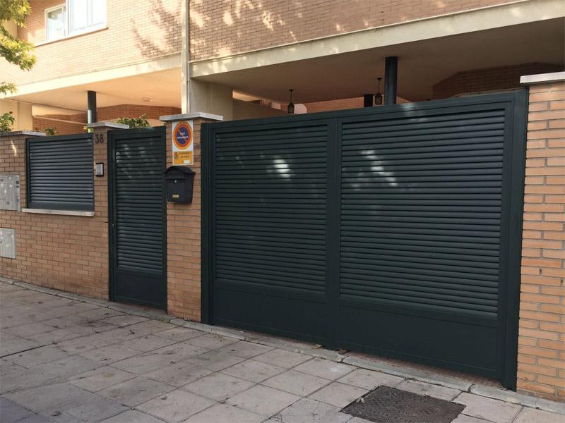 Puertas Peatonales Y De Garaje Talleres O Ate