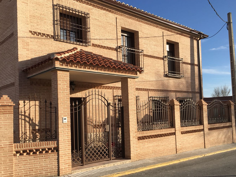 Cerrajería castellana con arcos, rejas, balcones