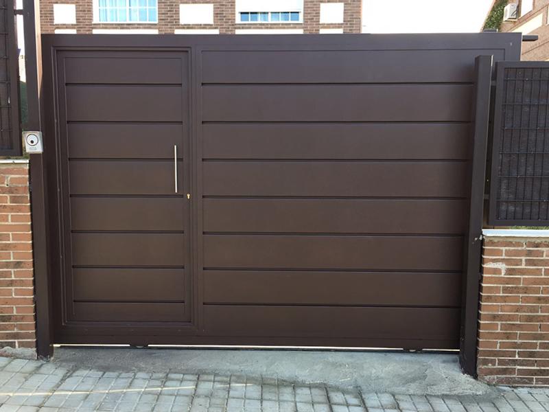 Puertas peatonales y de garaje talleres o ate for Puerta corredera de taller