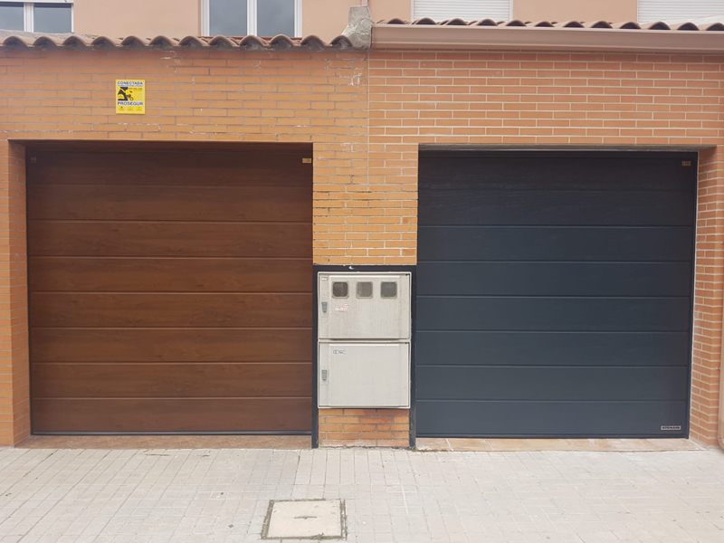 PUERTA SECCIONAL HORMANN, DECOGRAIN GOLDEN OAK Y WOODGRAIN 7016, LPU 42 HORMANN