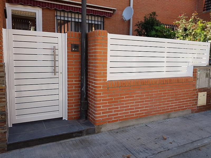 Puerta peatonal y valla de aluminio soldado en Illescas (Toledo)